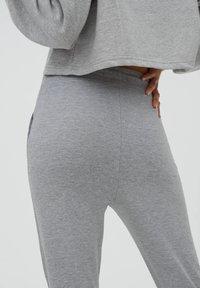 PULL&BEAR - Teplákové kalhoty - grey - 4