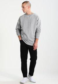 Urban Classics - CREWNECK - Sweatshirt - grey - 1