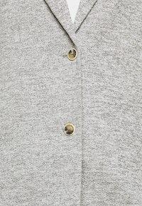 ONLY Tall - ONLCARRIE LIFE COAT - Klasický kabát - light grey melange - 5