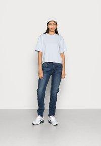 G-Star - ARC 3D LOW BOYFRIEND - Relaxed fit jeans - neutro stretch denim - 1