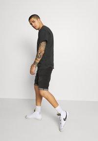 Nike Sportswear - RETRO TEE - T-shirt imprimé - off noir - 3