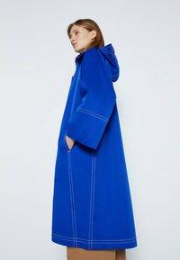Uterqüe - Trenchcoat - neon blue - 2