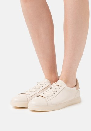 Trainers - ivory/almond