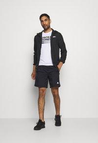 Jack & Jones - JCOZ SPORT LOGO TEE 2 PACK - T-Shirt print - black/white - 0