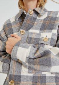 PULL&BEAR - Button-down blouse - light grey - 3
