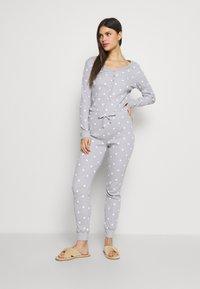 Anna Field - Spot onesie - Pyjamas - light grey/white - 1