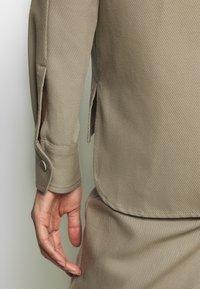 Filippa K - HANNA JACKET - Lehká bunda - khaki - 6