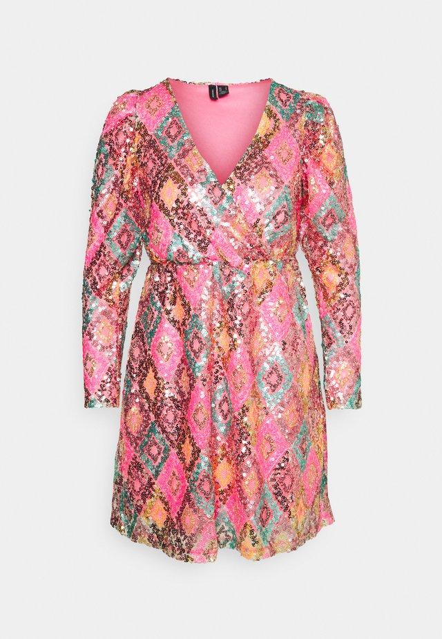 VMDIVA SEQUINS SHORT DRESS - Sukienka koktajlowa - hot pink
