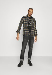 Jack & Jones - JJMOON TEE CREW NECK - T-shirts print - black - 1