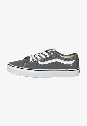 Sneakers - pewter / white