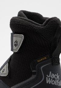 Jack Wolfskin - POLAR BEAR TEXAPORE HIGH UNISEX - Zimní obuv - black/grey - 5