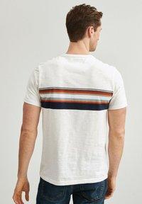 Next - T-shirt med print - white - 2
