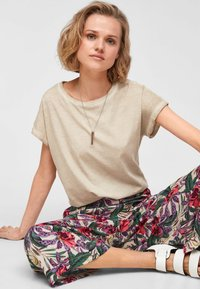 QS by s.Oliver - Basic T-shirt - beige - 6