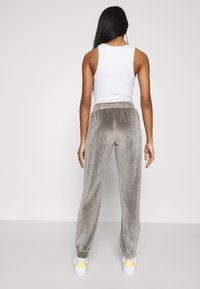 ONLY - ONLALVA PANT  - Tracksuit bottoms - charcoal gray - 2