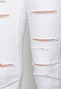 Missguided - MULTI VICE HIGH WAIST - Jeans Skinny Fit - white - 4