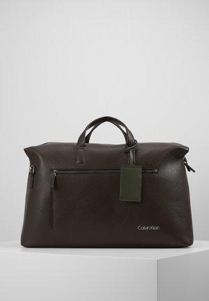 POCKET WEEKENDER - Weekend bag - brown