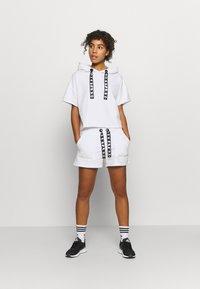 DKNY - SHORT LOGO DRAWCORD - Sports shorts - white - 1