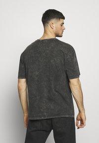 Criminal Damage - WAVE TEE - T-shirt print - washed black - 2