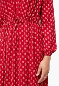 Triangle - MIT ORNAMENTALEM MUSTER - Day dress - red aop - 4