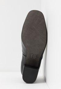 E8 BY MIISTA - EDIE - Avokkaat - black - 6