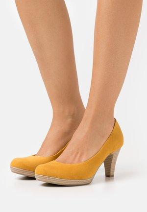 COURT SHOE - Platform heels - saffron