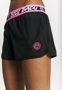 BIDI BADU - TIIDA TECH SHORTS - Sportovní kraťasy - black/pink - 4