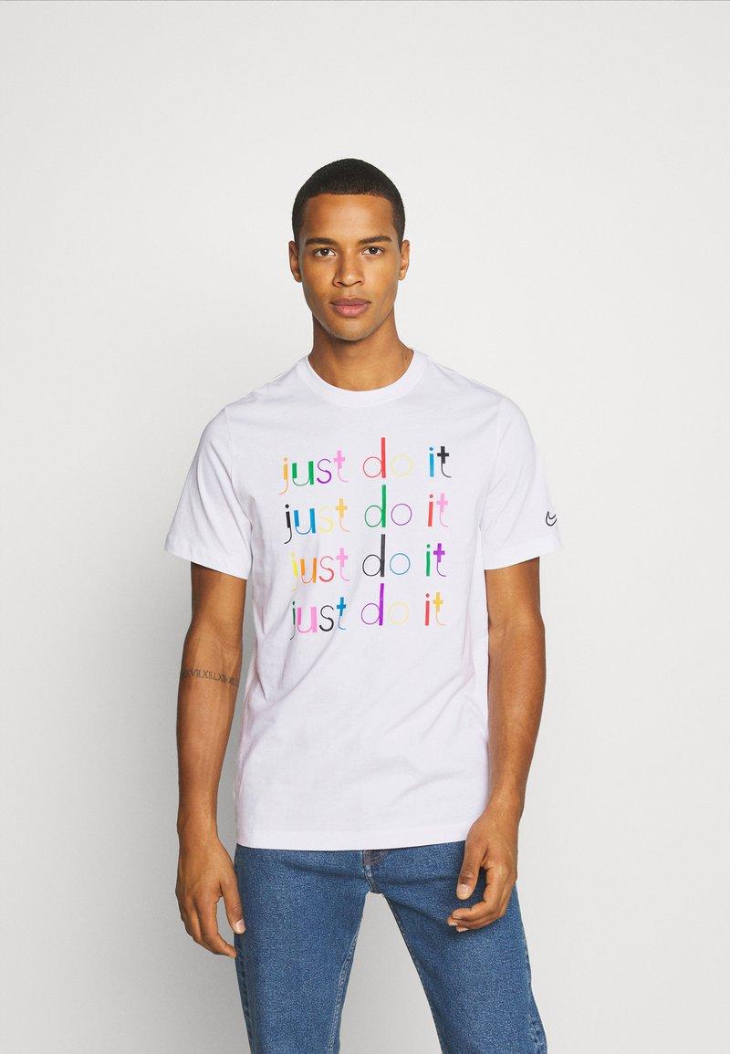 Nike Sportswear - Print T-shirt - white