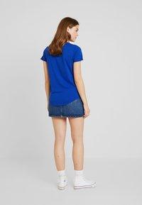 Scotch & Soda - BASIC SHORT SLEEVE TEE IN VARIOUS PRINTS - T-shirts med print - yinmin blue - 2
