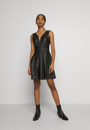 PLEATED SKATER DRESS - Vestido de cóctel - black