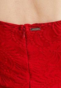 Guess - DAVINA DRESS - Robe de soirée - red attitude - 4