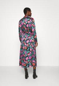 Gestuz - GROA DRESS - Denní šaty - pink roses - 2