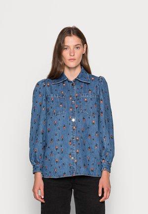 REETA - Overhemdblouse - blue denim/orange