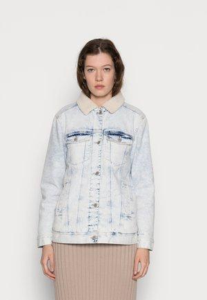 SHERPA LINED BOYFRIEND - Jeansjakke - indigo wash