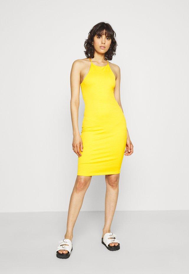 SERENA DRESS - Sukienka dzianinowa - saffron