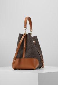 MICHAEL Michael Kors - MERCER GALLERY - Handbag - brown - 3