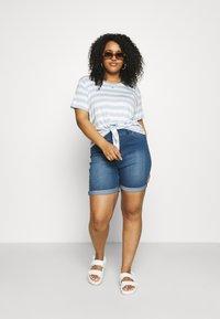 CAPSULE by Simply Be - PLUS - Denim shorts - light vintage blue - 1