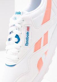 Reebok Classic - Baskets basses - white/digital pink/blue - 2