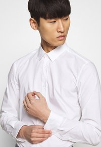 HUGO - ELISHA - Formal shirt - open white - 4