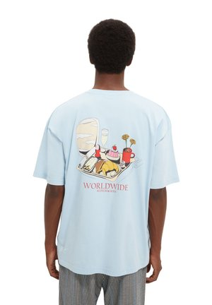 LOOSE ARTWORK TEE - Print T-shirt - blue
