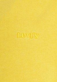 Levi's® - VINTAGE TEE - T-shirt basic - kumquat garment dye - 6