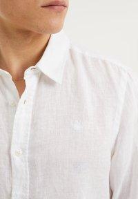 WE Fashion - SLIM-FIT - Koszula - white - 4