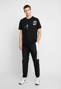 Nike Sportswear - AIR - Verryttelyhousut - black/white - 1