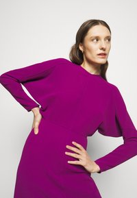Victoria Beckham - LONG SLEEVE DOLMAN MIDI - Cocktailkjole - orchid - 4