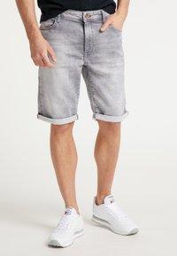 Petrol Industries - SHORTS - Denim shorts - dusty silver - 1