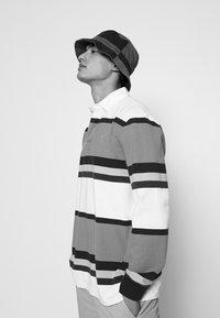 Polo Ralph Lauren - CHINO BUCKET HAT UNISEX - Kapelusz - fall royal/new iris - 1