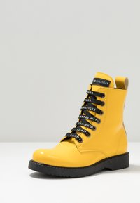 Tommy Hilfiger - Lace-up ankle boots - yellow - 2