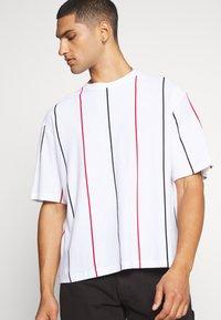 Topman - BOXY  - Print T-shirt - multicolor - 3