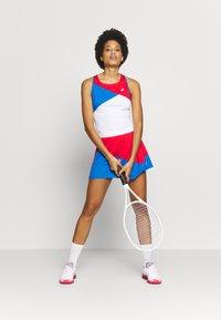 ASICS - CLUB SKORT - Sportovní sukně - electric blue/classic red - 1