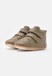 Robeez - MIRO UNISEX - Dětské boty - kaki - 1