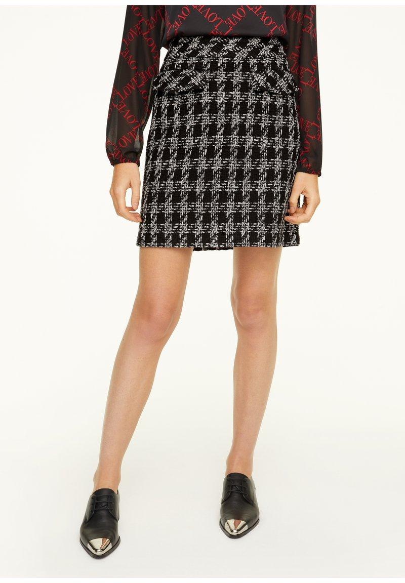 comma - Pencil skirt - black